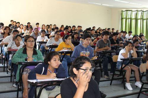 Postulantes rendirán examen el sábado o domingo, según la especialidad a la que quieren ingresar. Foto: Difusión.