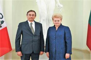 Peru Ambassador presents credentials to Lithuania President