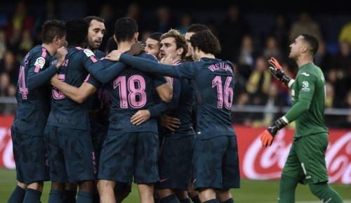 Partido de fútbol de la Liga española entre el Villarreal CF y el Club Atlético de Madrid