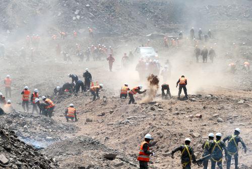 Simulacro de sismo durante  la presentación de la 1.ª Brigada Multipropósito Mariscal del Perú Eloy Gaspar Ureta Montehermoso, del Ejército