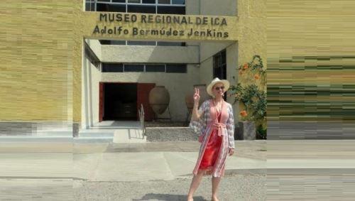 La artista se dio tiempo para visitar el museo regional de Ica y probar el pisco sour.