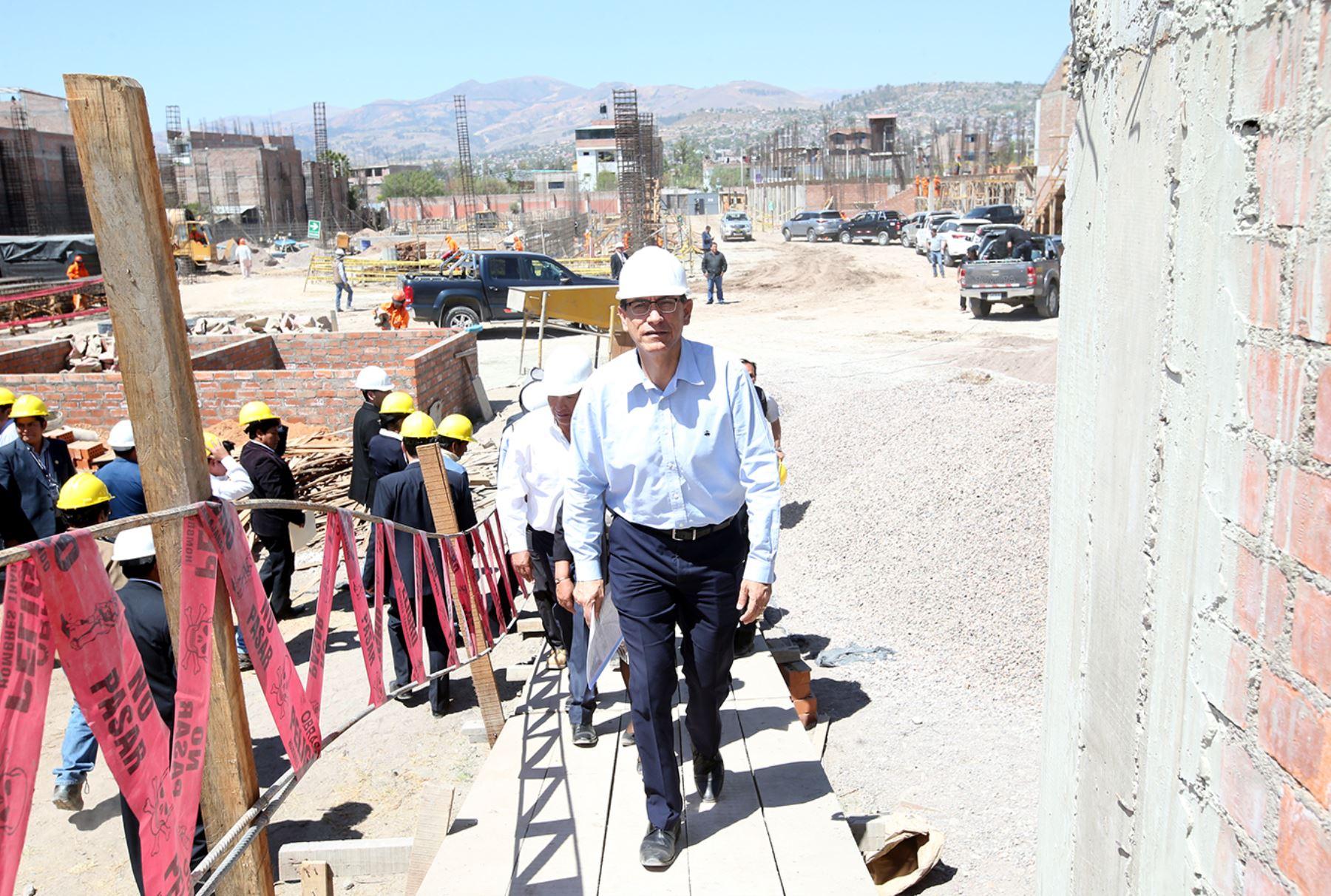 Vicepresidente, Martin Vizcarra supervisa las obras en el colegio La Merced de Ayacucho. Foto: ANDINA/Melina Mejía