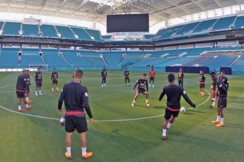 Selección peruana llegó al Hard Rock Stadium para  su primera practica y el reconocimiento de campo