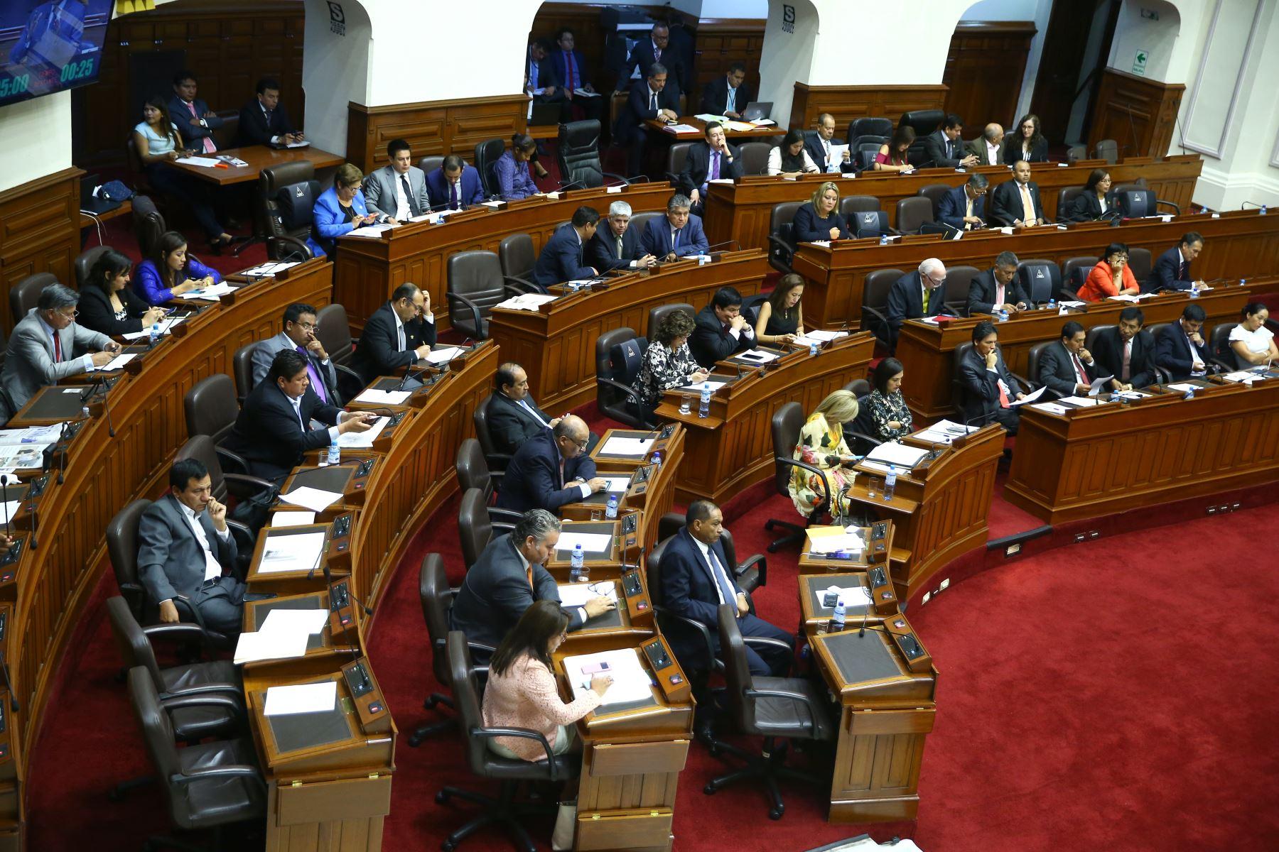 Pleno del congreso debate la aceptación de la carta de renuncia del Presidente Kuczynski. Foto: ANDINA/Melina Mejía