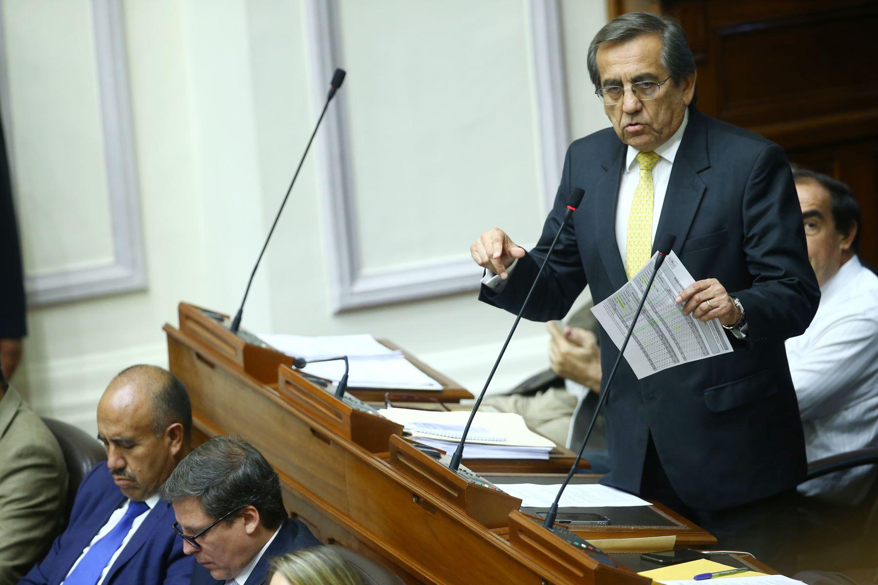 Jorge del Castillo durante su participación en el debate a la aceptación de la carta de renuncia del Presidente Kuczynski. Foto: ANDINA/Melina Mejía