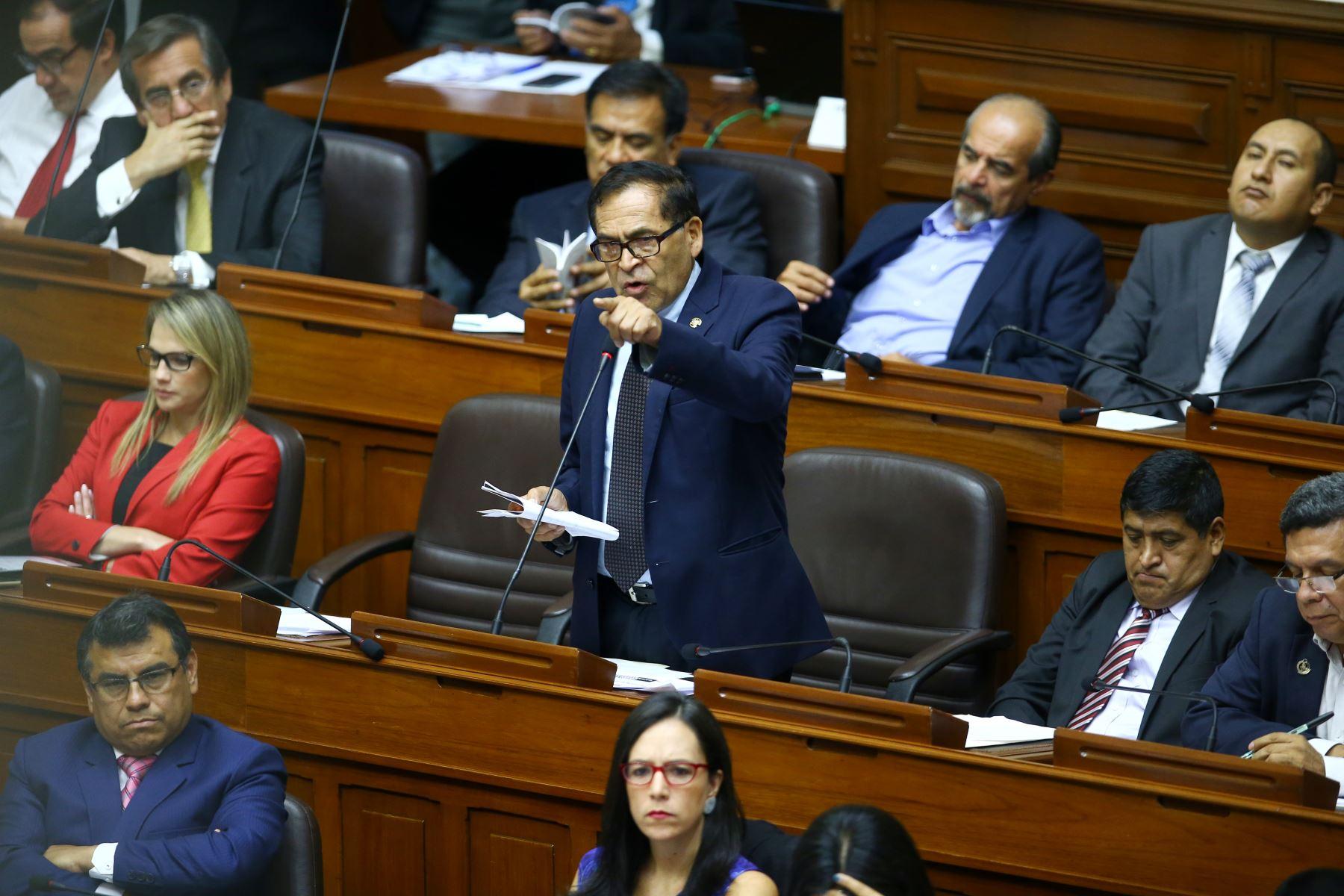 Alberto Quintanilla durante su participación en el debate a la aceptación de la carta de renuncia del Presidente Kuczynski. Foto: ANDINA/Melina Mejía