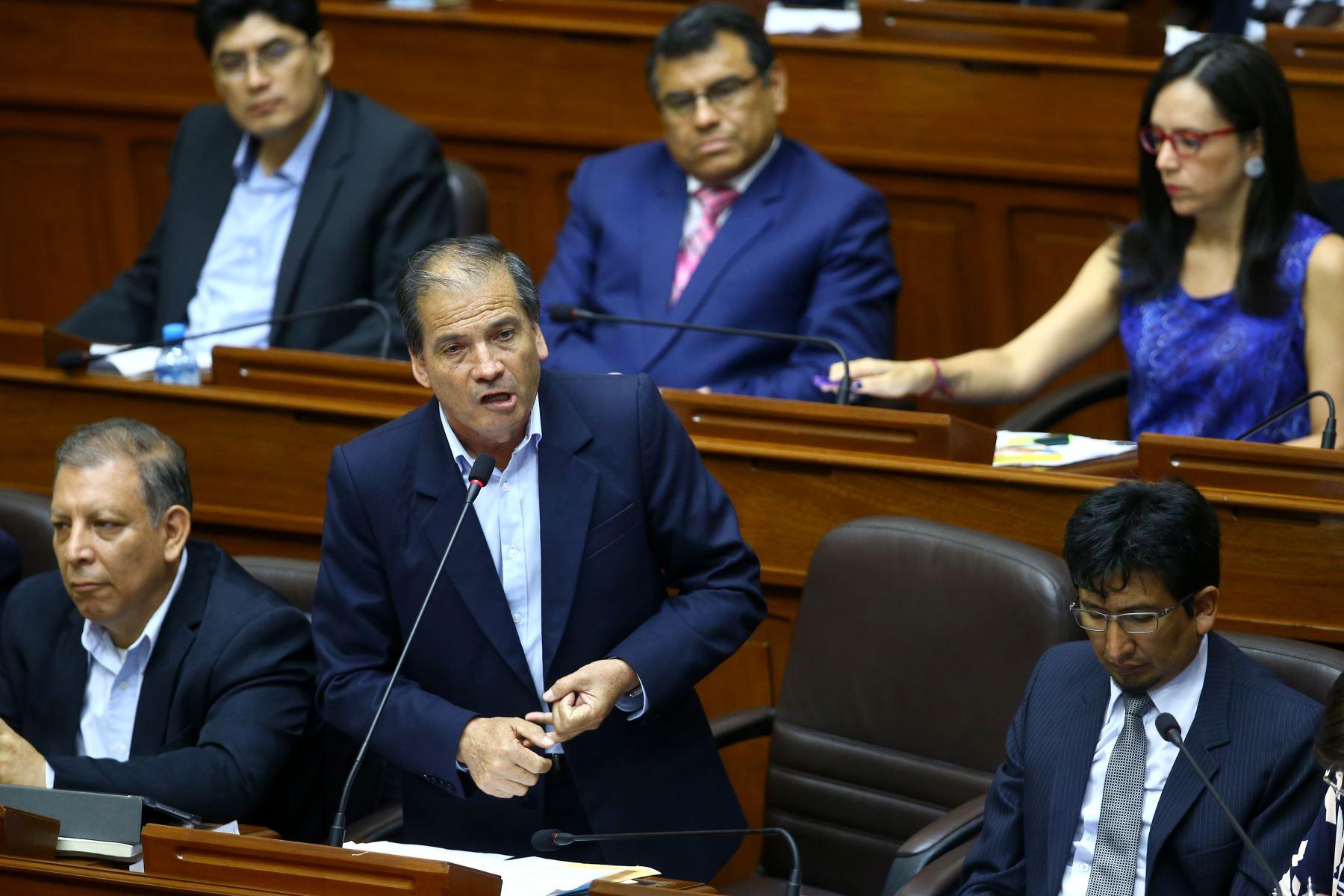 Wilbert Rosas durante su participación en el debate a la aceptación de la carta de renuncia del Presidente Kuczynski. Foto: ANDINA/Melina Mejía