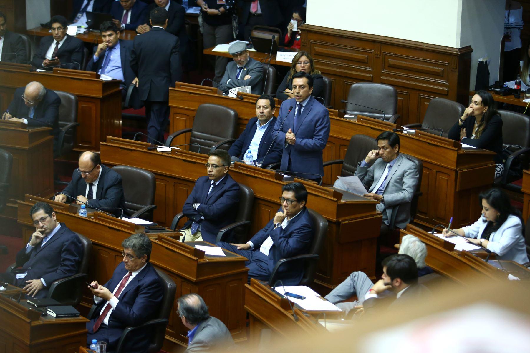 Gilbert Violeta durante su participación en el debate a la aceptación de la carta de renuncia del Presidente Kuczynski. Foto: ANDINA/Melina Mejía
