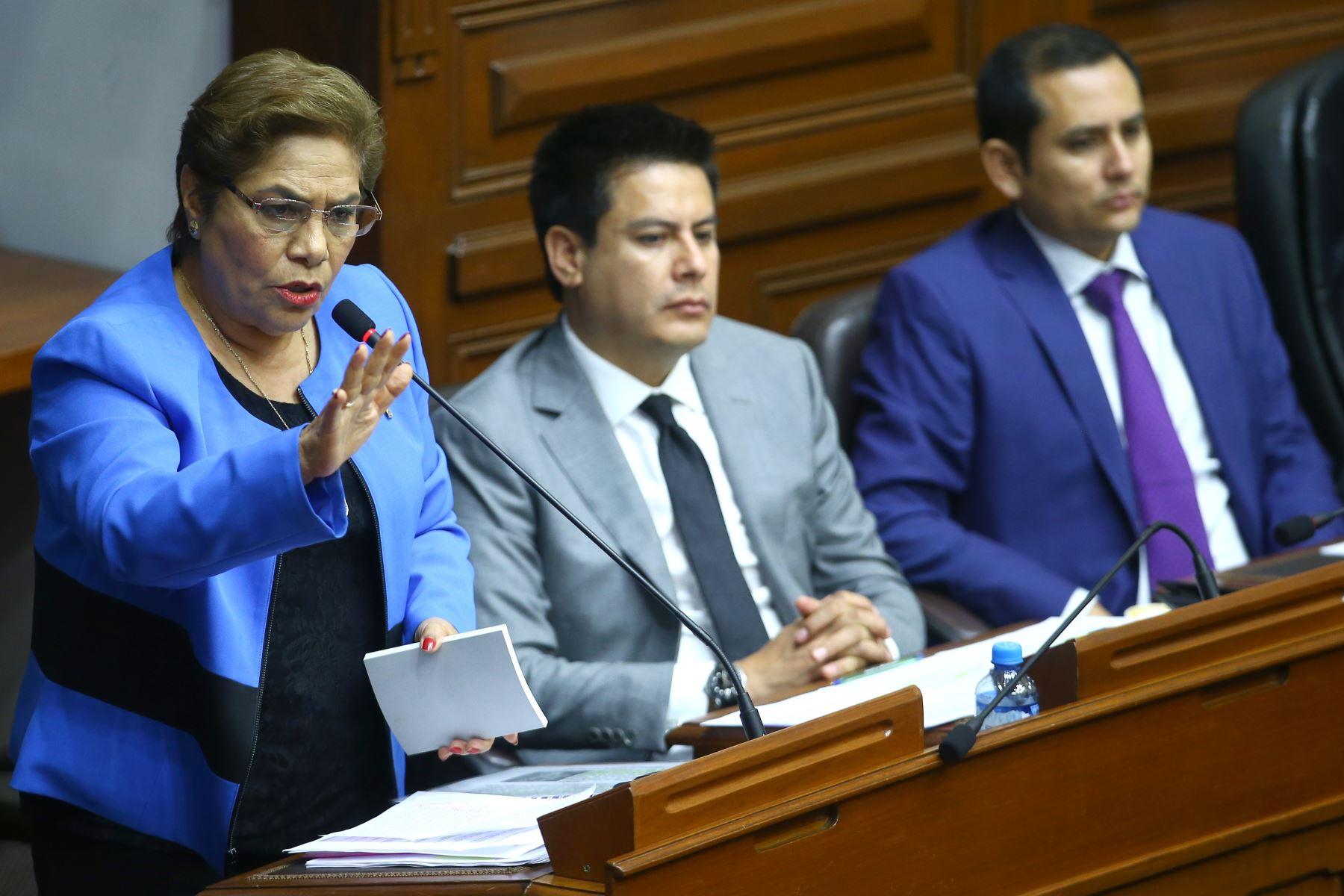 Luz Salgado durante su participación en el debate a la aceptación de la carta de renuncia del Presidente Kuczynski. Foto: ANDINA/Melina Mejía
