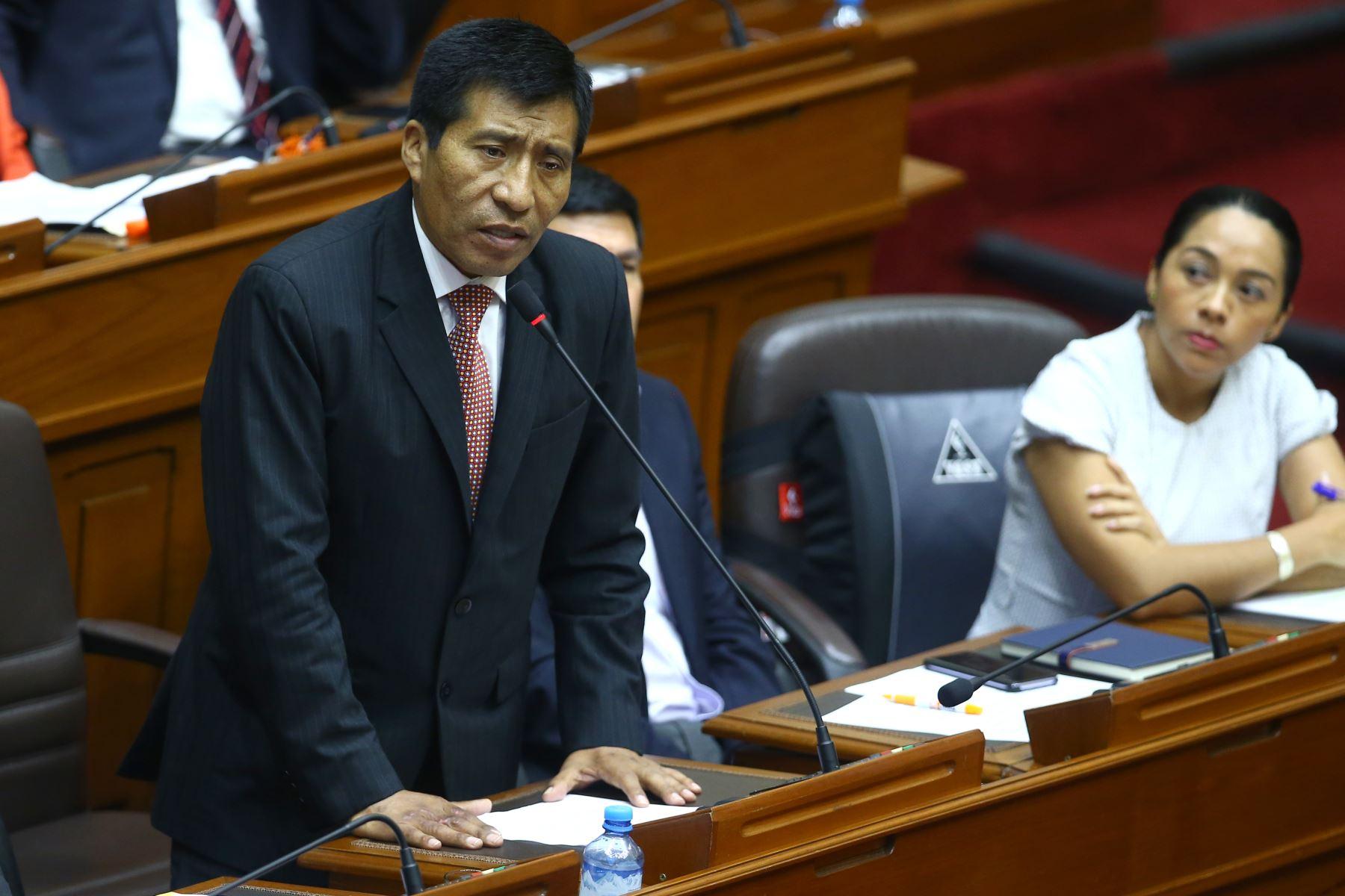 Moisés Mamani durante su participación en el debate a la aceptación de la carta de renuncia del Presidente Kuczynski. Foto: ANDINA/Melina Mejía