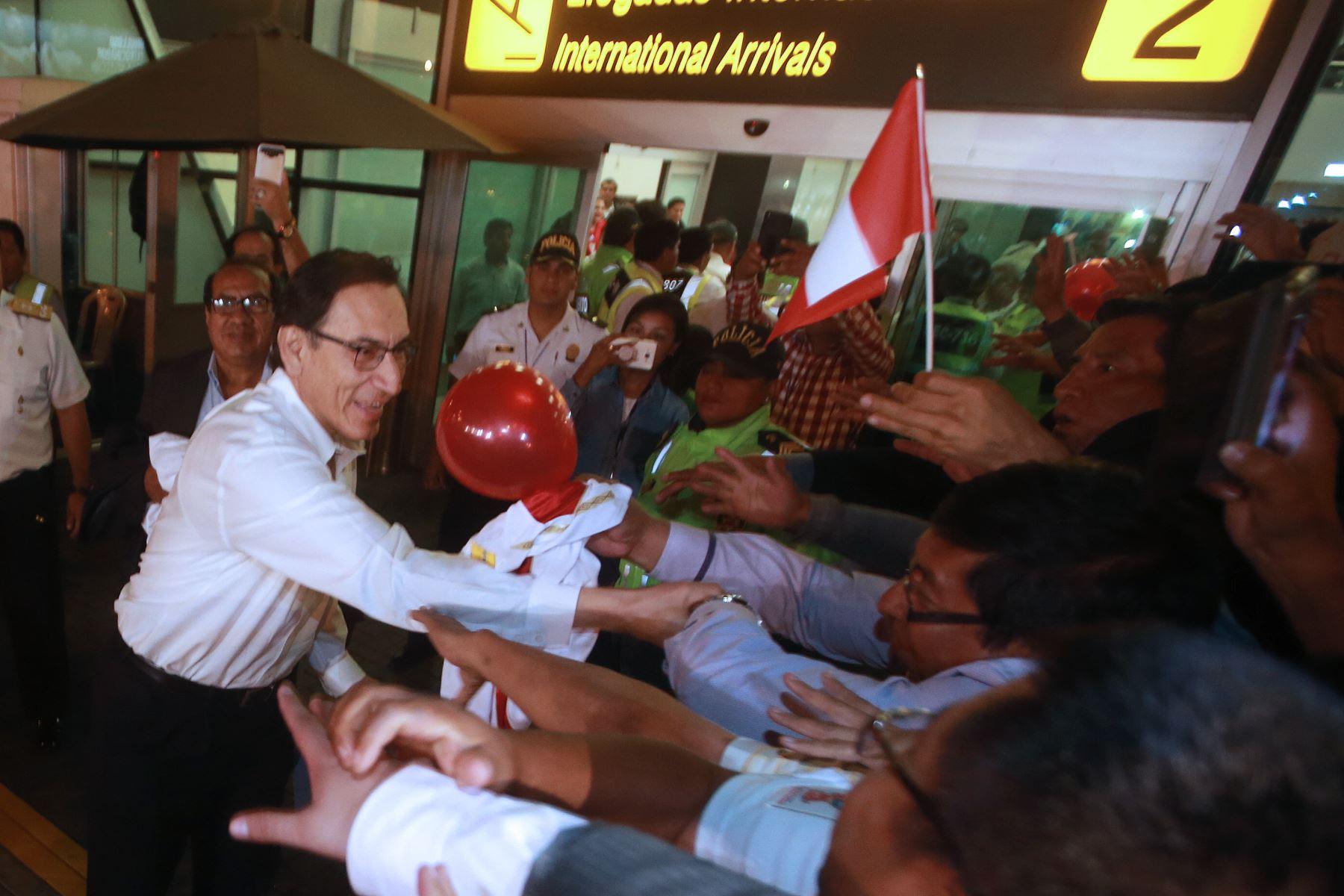 Nuevo presidente de Perú propone tregua a la oposición
