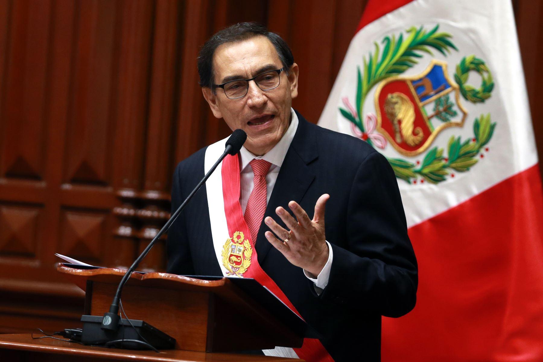 Fiscalía de Perú en operación allana propiedades de PPK
