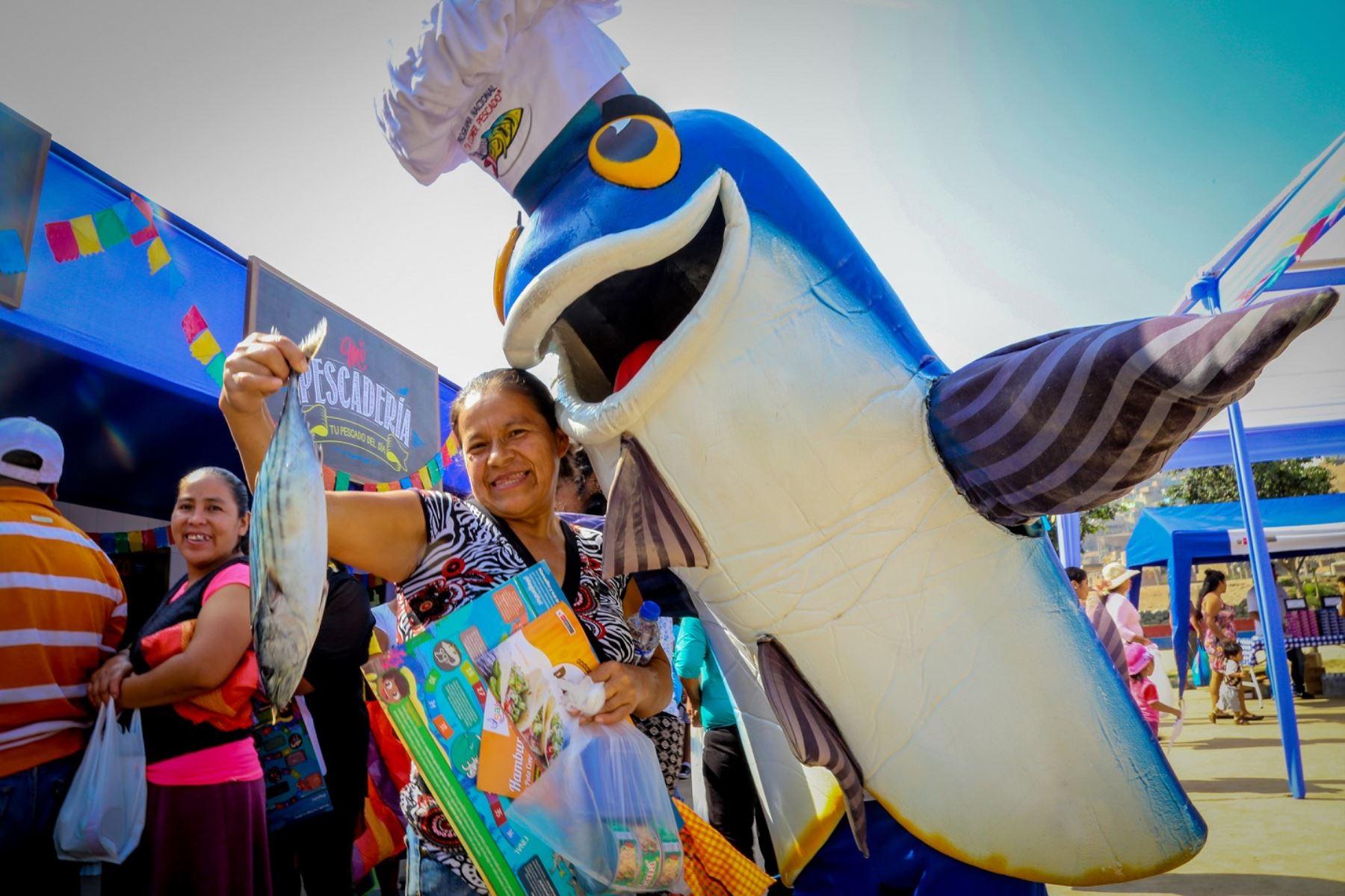 Semana Santa: gran venta de pescado a S/. 2.5 el kilo en La Victoria. Foto: ANDINA/Difusión.