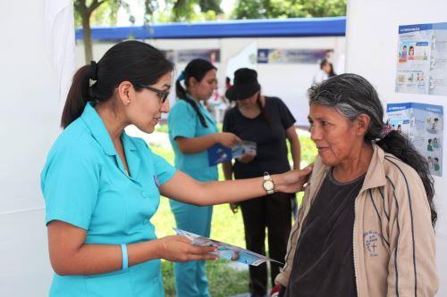 EsSalud atendió a más de 400 personas en feria informativa sobre el TBC. Foto: ANDINA/Difusión.