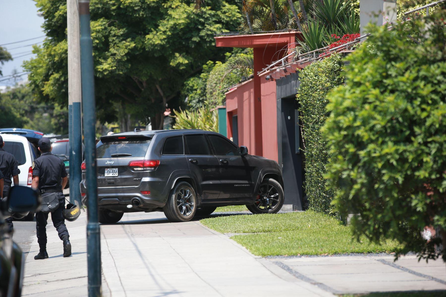 Pedro Pablo Kuczynski, ex presidente de la república, llega a su domicilio en su camioneta. Foto: ANDINA/Jhony Laurente