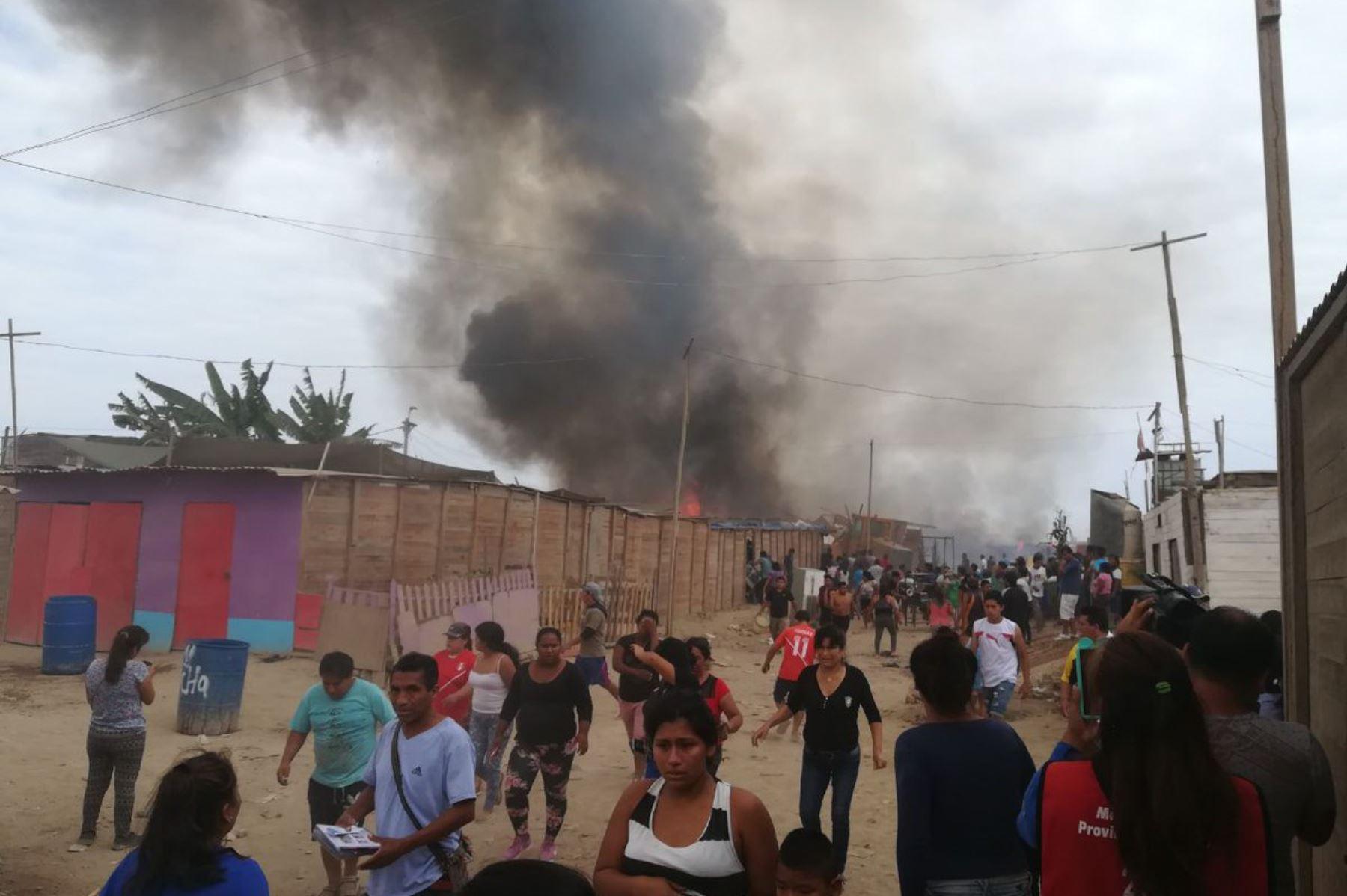 Incendio destruyó 20 casas y afectó a 100 familias — Callao