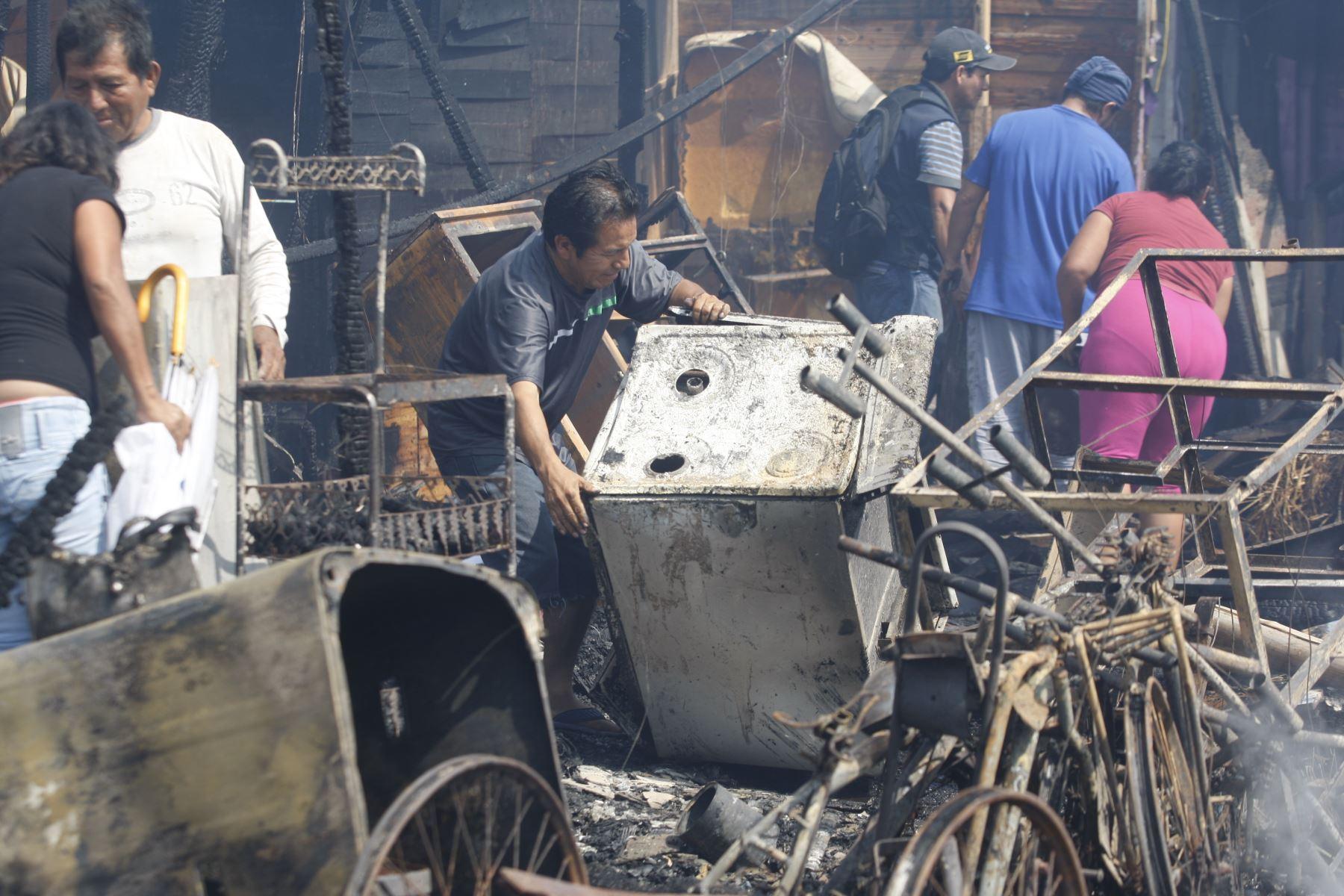 Callao: 100 familias damnificadas por incendio en el AA.HH Tiwinza