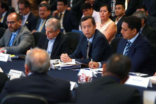 El ministro de Economía y Finanzas, David Tuesta, expone en  el marco del Gore-Ejecutivo