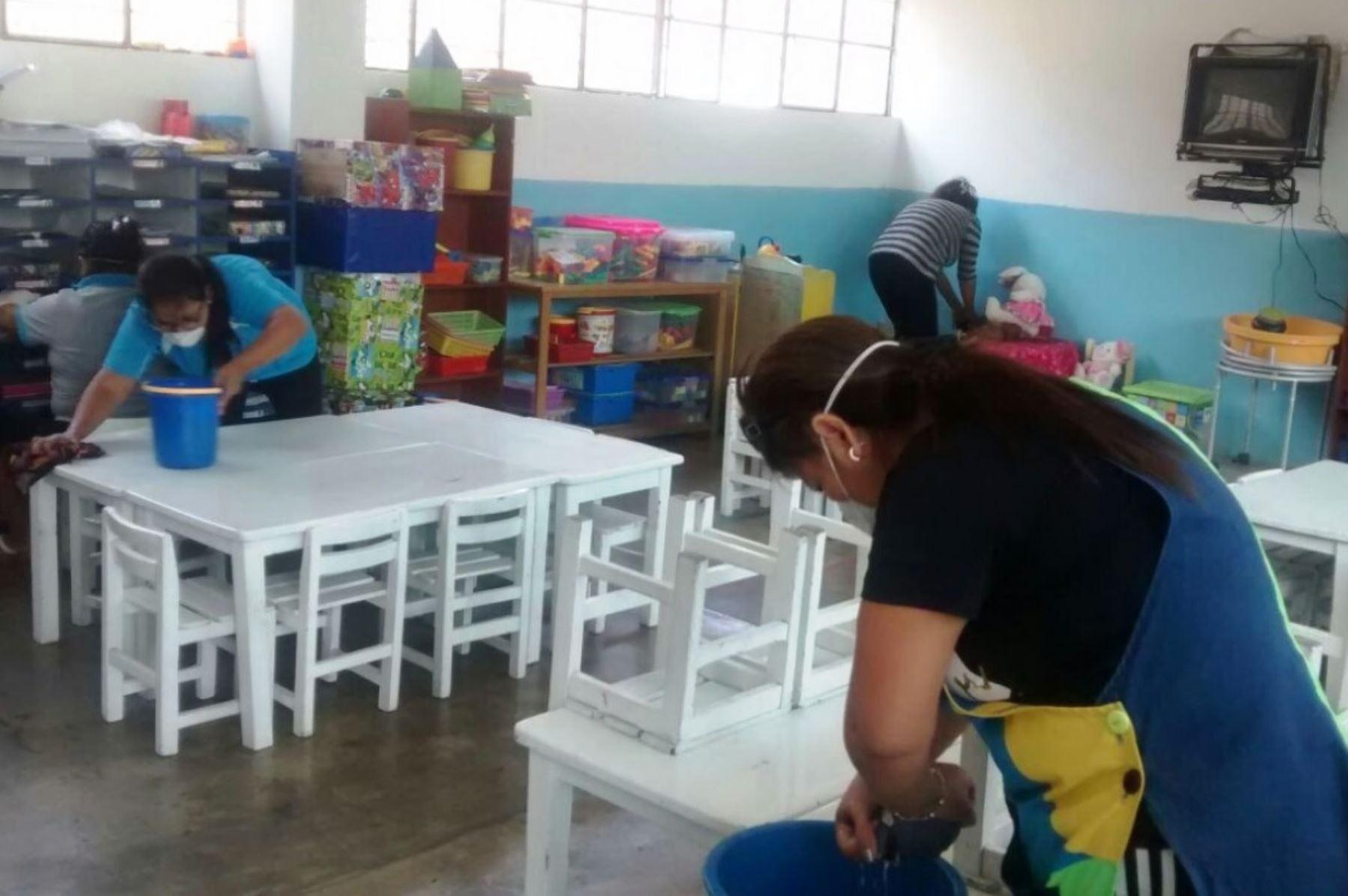 Continúa limpieza en 178 colegios afectados por incendio en depósito ...