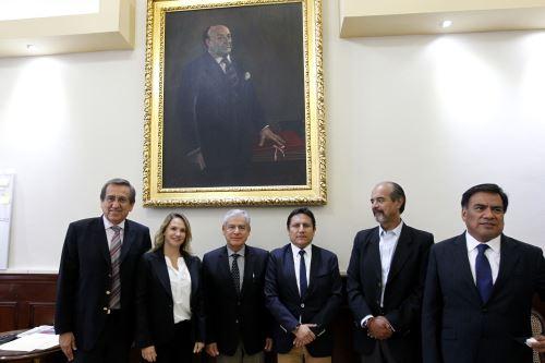 Jefe del Gabinete, César Villanueva, se reúne con los integrantes de la Célula Parlamentaria Aprista en el Congreso de la República