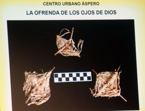 """""""Los Ojos de Dios""""  lo  conforman  dos ramitas, generalmente de sauce o carricillo en forma de cruz, que servían como estructura de soporte de un tejido con hilos de algodón, de diferentes colores, que plasmaban un diseño romboidal concéntrico. ANDINA/Norman Córdova"""