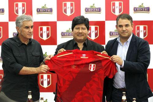 """Presentación de la nueva camiseta de la selección peruana """"El rojo de todos"""""""