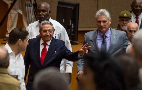 Raúl Castro y Miguel Díaz-Canel. Foto: AFP.