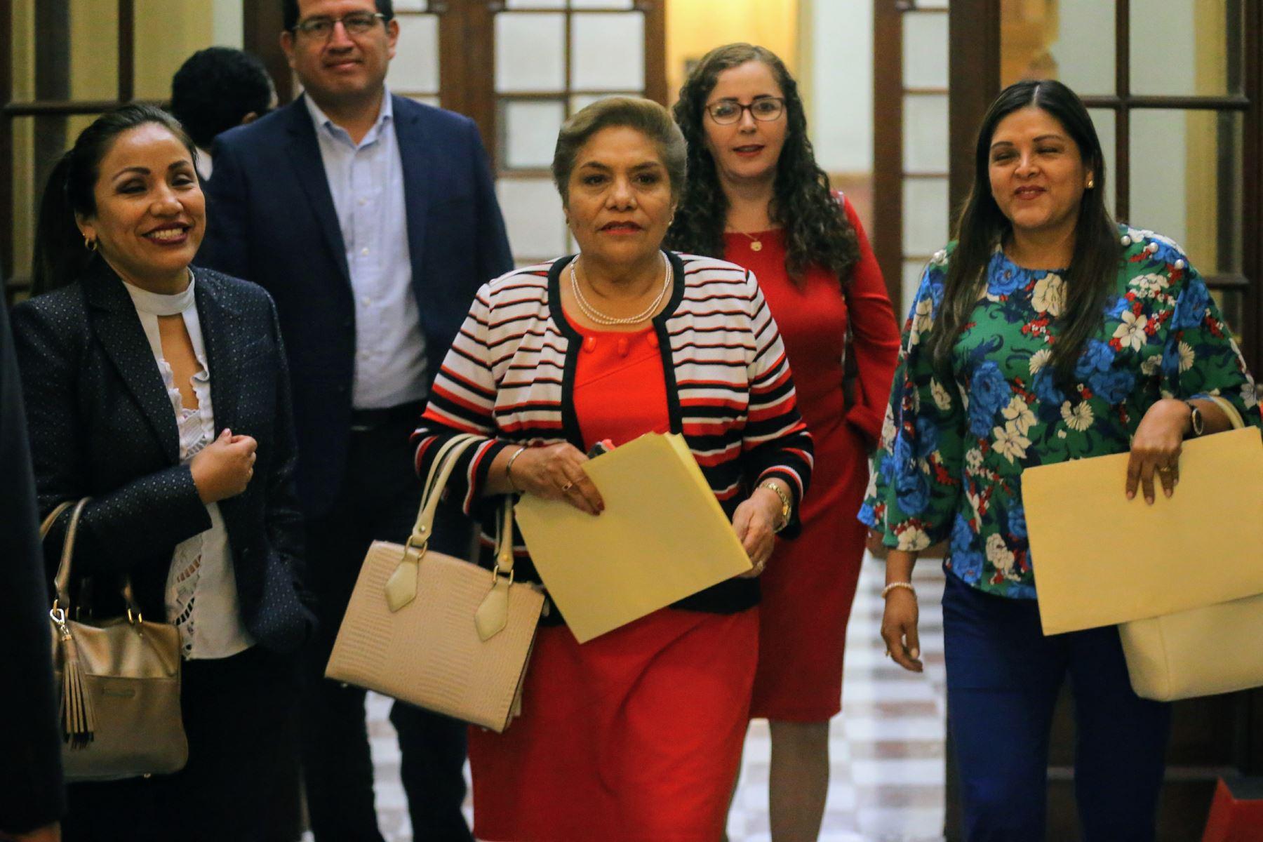 Congresistas de Fuerza Popular a su salida de la reunión con Primer Ministro César Villanueva. Foto: ANDINA/Luis Iparraguirre