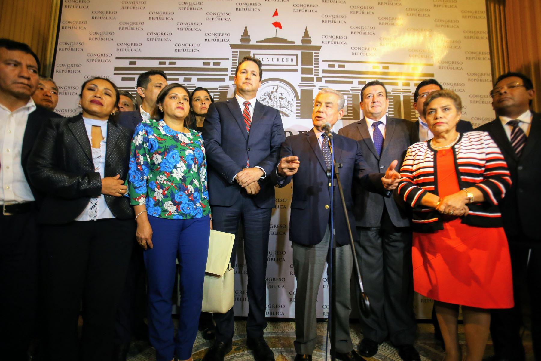 Presidente del Consejo de Ministros, César Villanueva, se dirige a la prensa dando alcances de su reunión con la bancada fujimorista. Foto: ANDINA/Luis Iparraguirre