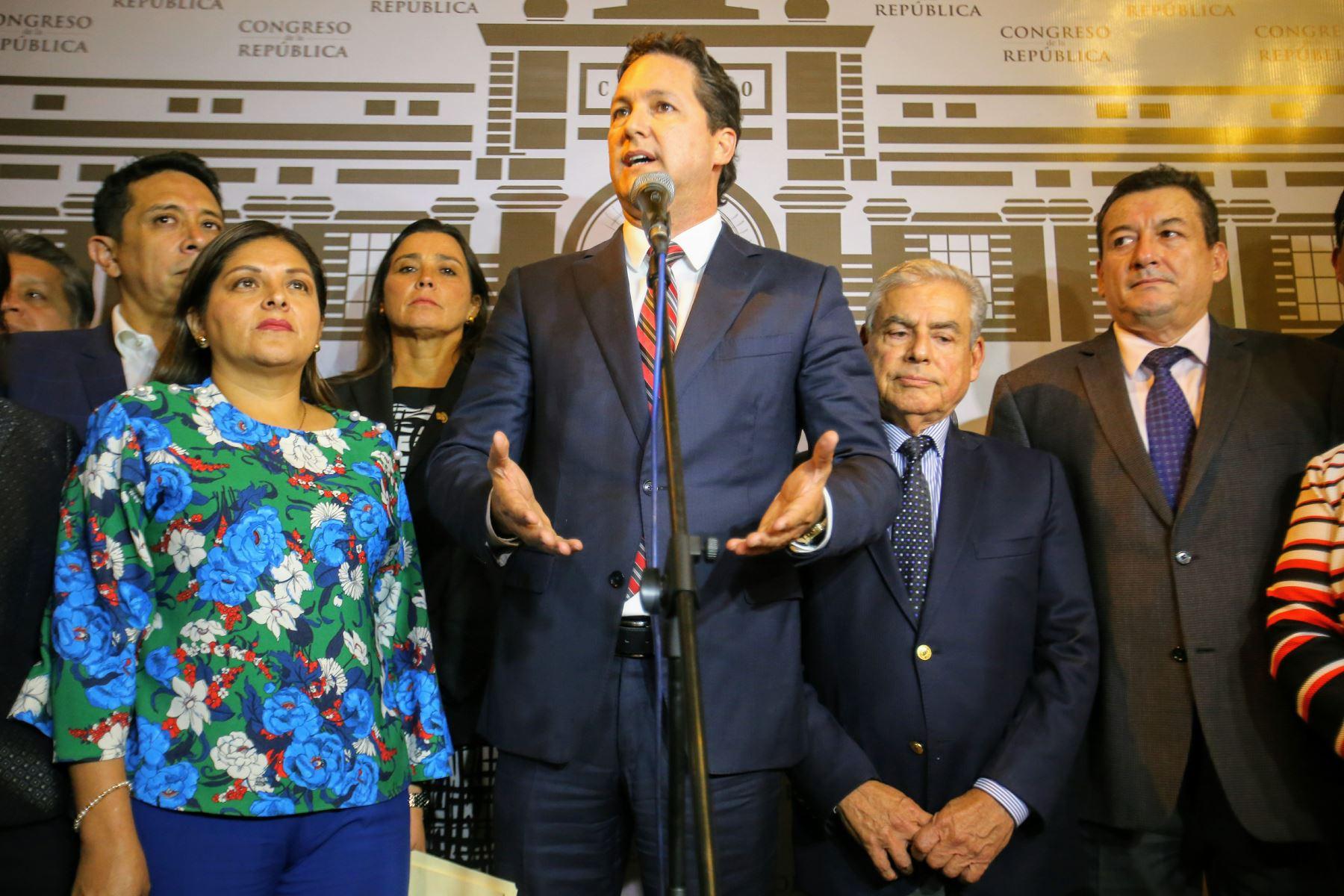 Luego de la reunión, el vocero de Fuerza Popular da pormenores de la misma. Foto: ANDINA/Luis Iparraguirre