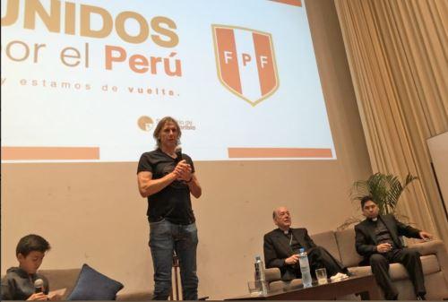 Ricardo Gareca se reunió con jóvenes en Seminario Santo Toribio de Mogrovejo