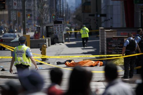 Una camioneta embistió una decena de peatones en el centro de Toronto