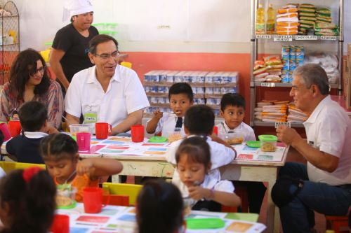 Presidente Vizcarra supervisa  programa  Qali Warma en  Túcume.