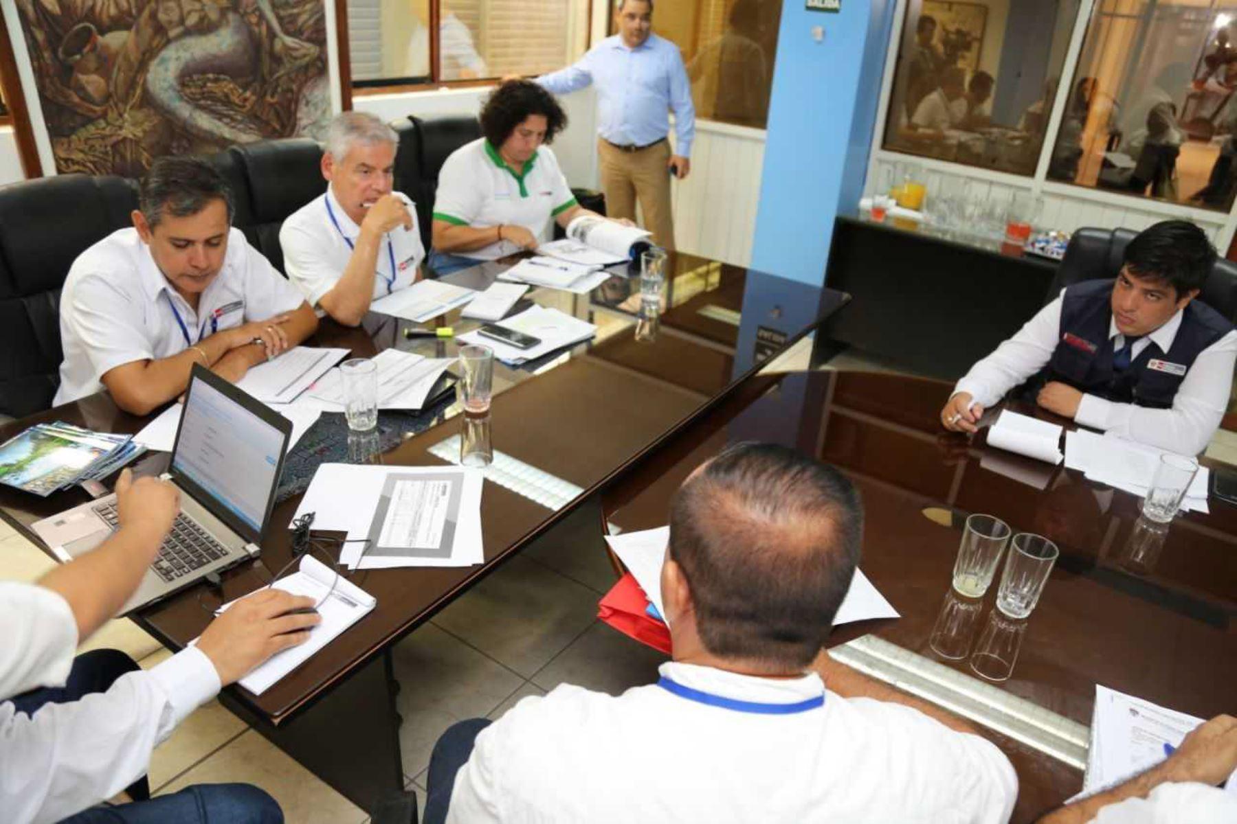 El ministro de Agricultura y Riego, Gustavo Mostajo anunció hoy durante el Muni Ejecutivo en Ucayali que el Minagri asignó 870,000 soles a dicha región, a fin de mejorar la producción de carne y leche en vacunos, y de esta manera elevar la calidad de vida del productor pecuario.