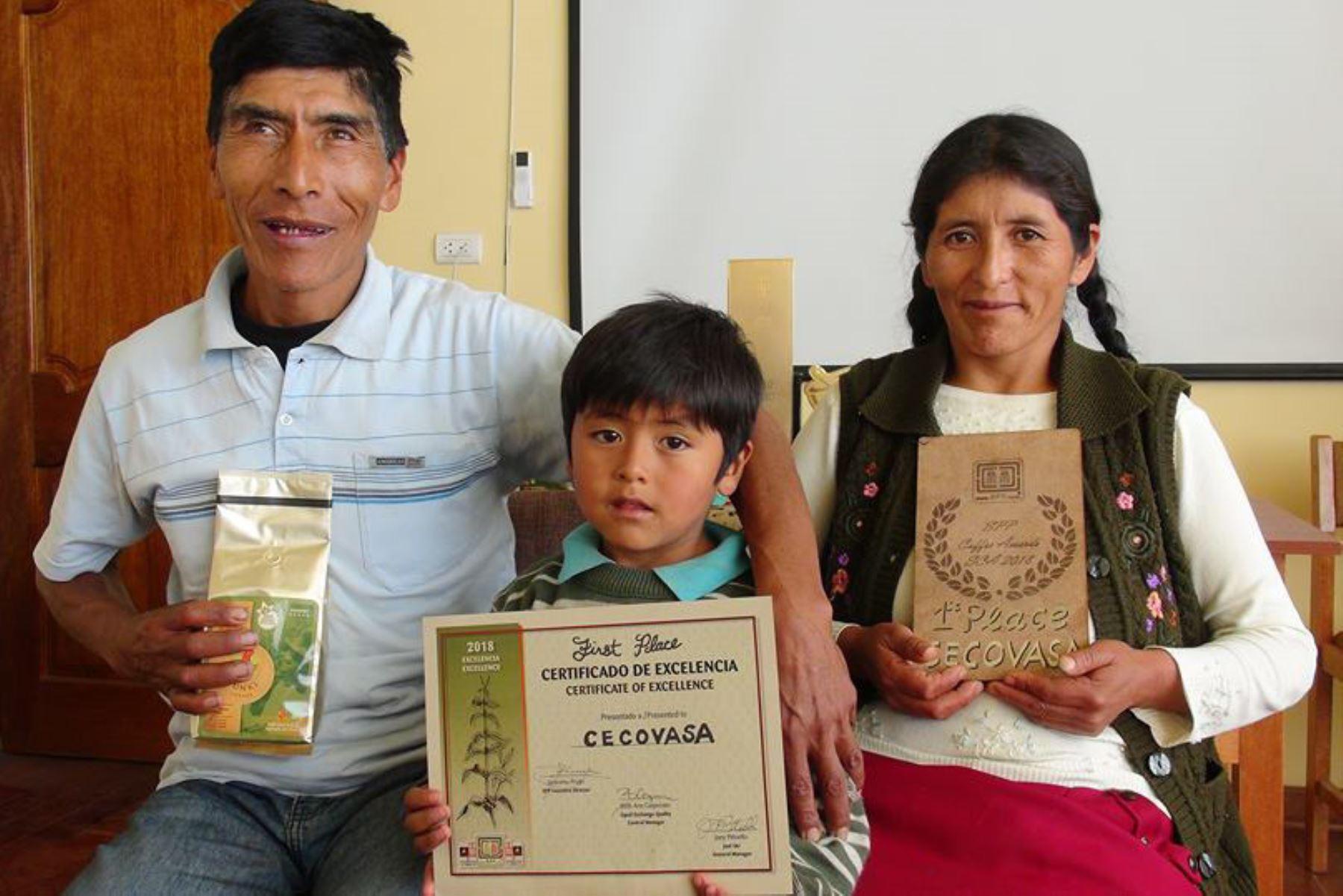 Conozca a Vicentina Phocco la productora de café que triunfó en la feria Global Specialtu Coffee EXPO Seattle 2018, en EE UU. ANDINA