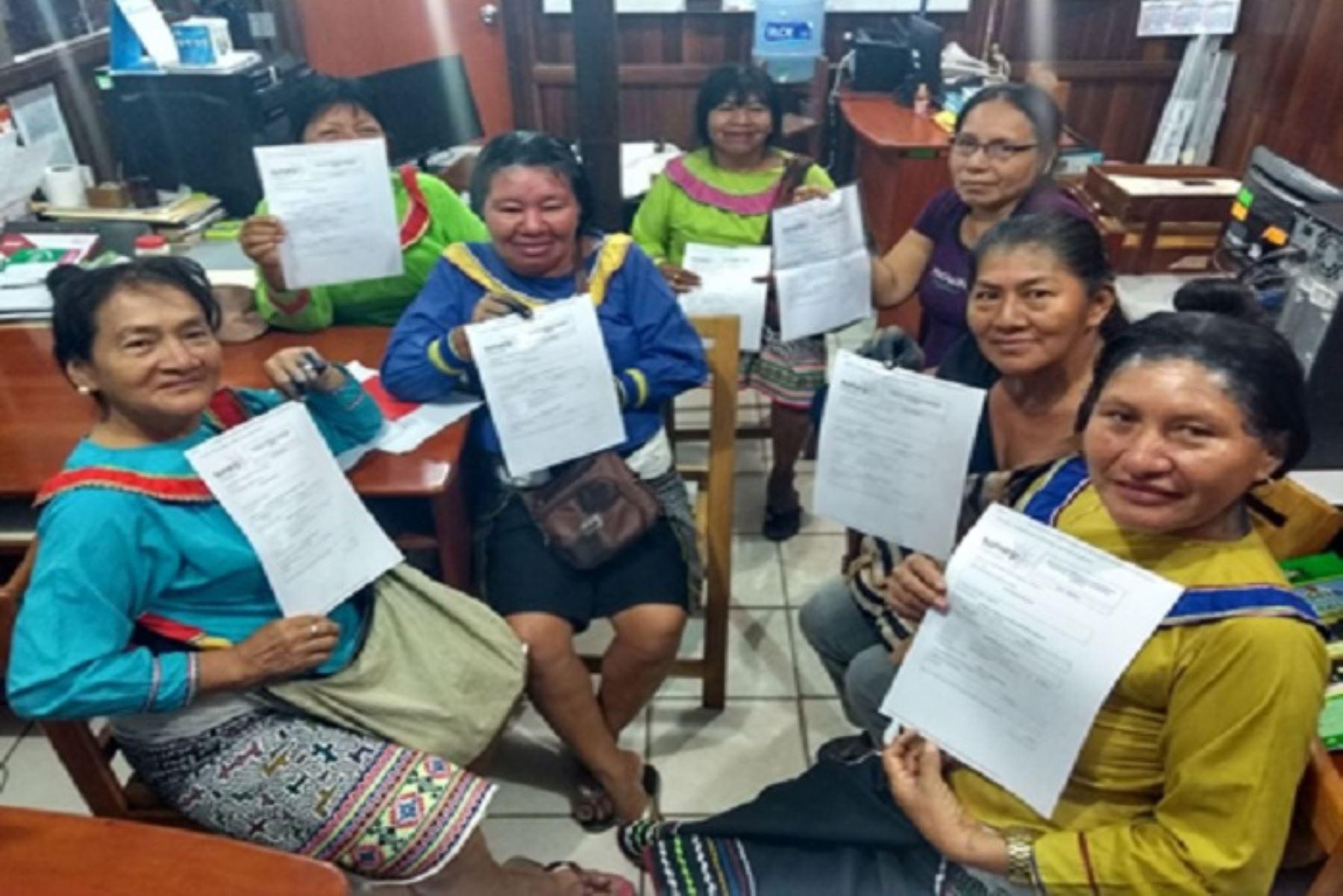 """Las mujeres indígenas tomaron la decisión de constituir su empresa luego de participar del programa de inclusión registral ´Sunarp Emprendedor""""."""