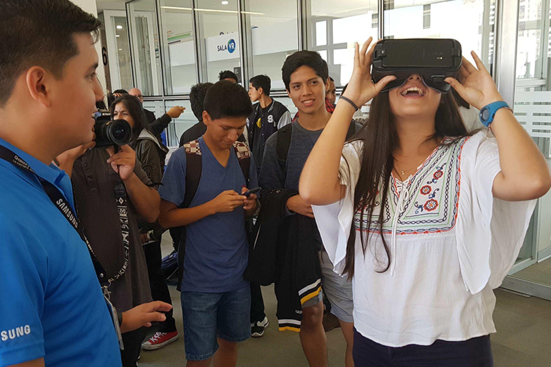 La PUCP y Samsung inauguraron una sala VR en el campus.