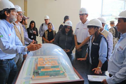 Presidente Vizcarra inspecciona construcción de hospital de Tingo María