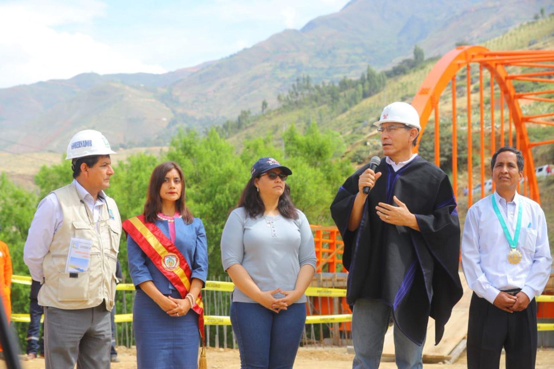Presidente de la República, Martín Vizcarra, inspecciona construcción del puente Santa María del Valle y el mejoramiento vial en Huánuco. ANDINA/Prensa Presidencia