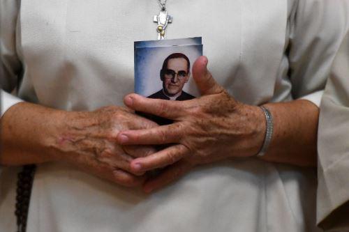 Francisco nombrará santo al arzobispo Óscar Romero