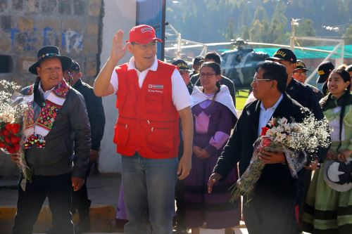 Jefe del Estado, Martín Vizcarra, supervisa funcionamiento de la carretera Huancavelica-Lircay
