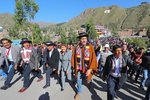 Jefe del Estado, Martín Vizcarra, inspecciona instituciones educativas emblemáticas en Huancavelica