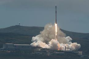 Cohete reutilizable Falcon 9  de SpaceX Foto: AFP