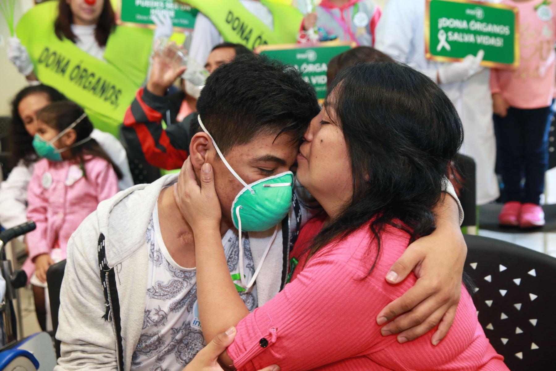 En caso de ser compatibles, los propios padres pueden convertirse en donantes de riñón de sus hijos .Foto: ANDINA/Norman Córdova