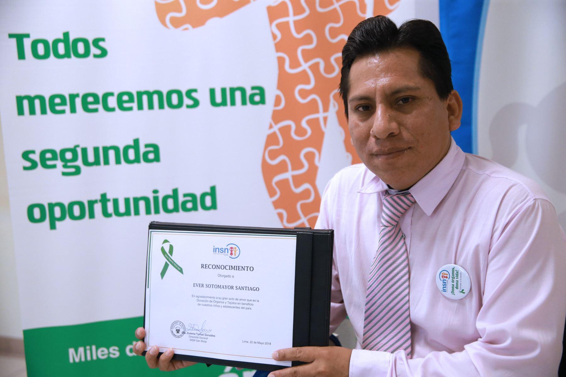 Ever Sotomayor Santiago salvó la vida de tres niños al aceptar donar los órganos de su niña.  .Foto: ANDINA/Norman Córdova