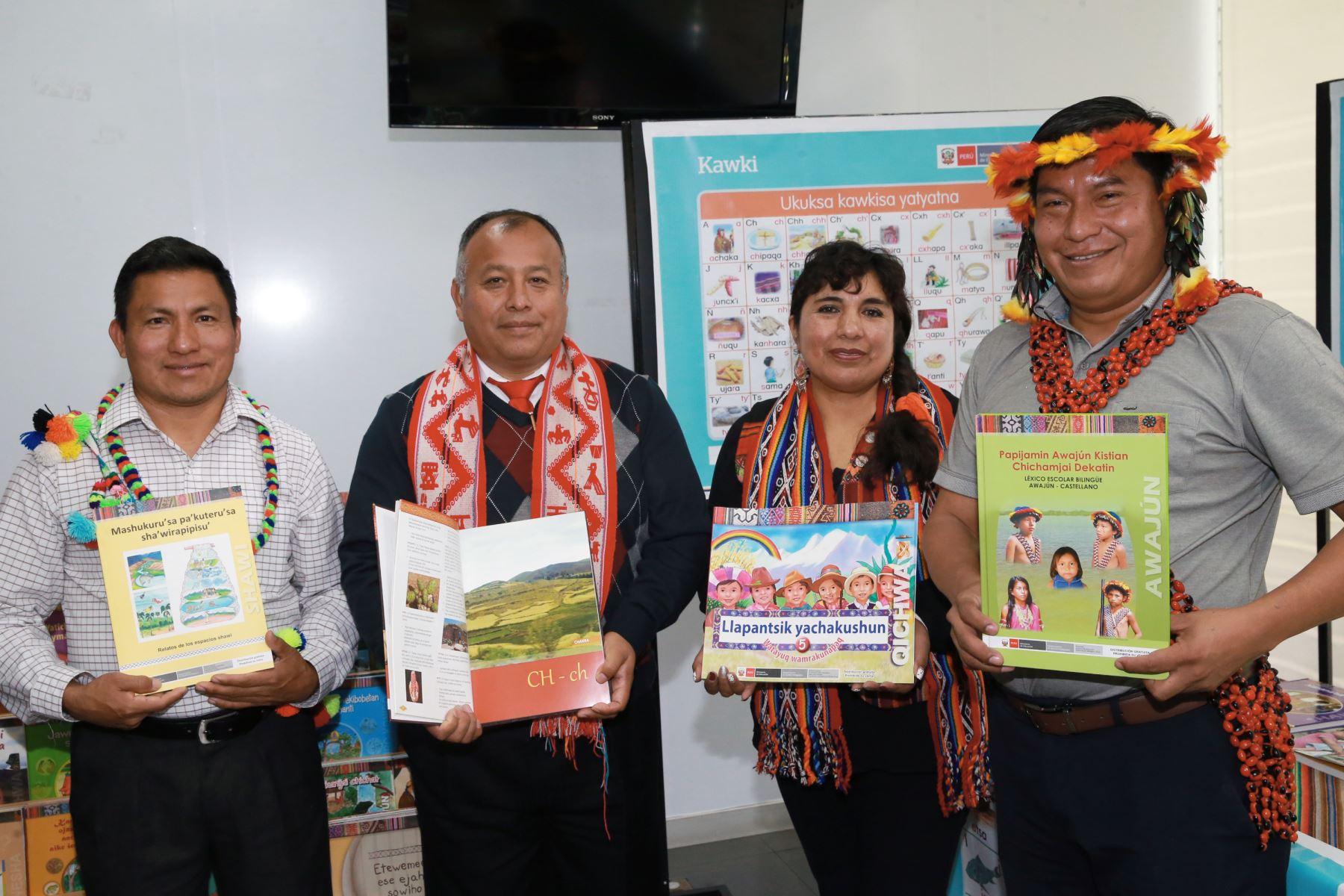 El Perú cuenta actualmente con 48 lenguas originarias, de las cuales 40 cuentan con alfabetos y grafías oficiales que han permitido la elaboración de diversos materiales educativos para los estudiantes que hablan una lengua originaria y pertenecen a un pueblo indígena, informó el Ministerio de Educación (Minedu). ANDINA/Norman Córdova