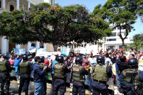 Chiclayo: por más de tres horas mototaxistas paralizan tránsito en centro histórico