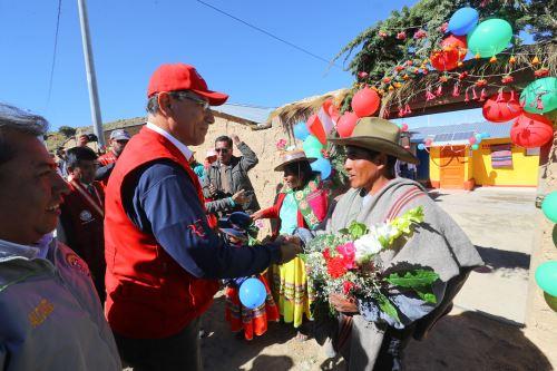 Presidente Martín Vizcarra entrega viviendas acondicionadas del Proyecto Mi Abrigo en Querala - Ubinas.