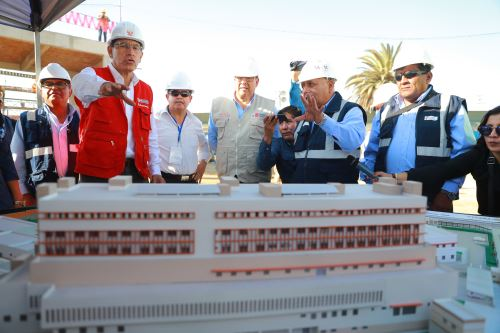 Jefe de estado Martín Vizcarra, inspecciona obras del Hospital Hipólito Unanue de Tacna