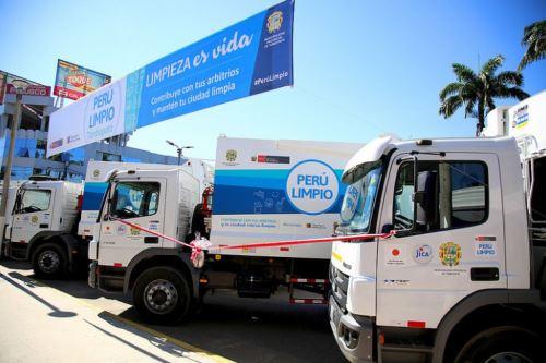 Cinco vehículos entregó hoy el Ministerio del Ambiente (Minam) a la Municipalidad Provincial de Tambopata, en la región Madre de Dios, a fin de mejorar el servicio de limpieza pública en esa ciudad. La actividad estuvo presidida por el viceministro de Gestión Ambiental, Marcos Alegre.